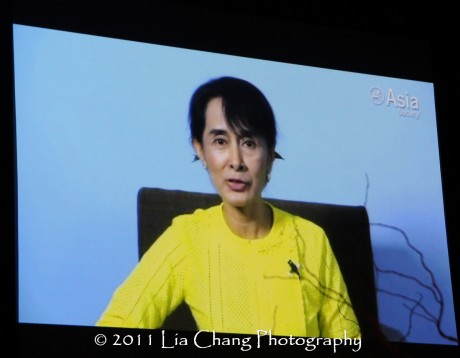 Burmese democracy icon Aung Sang Suu Kyi accepts her Asia Society Global Vision Award. (Lia Chang)