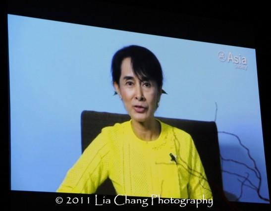 Burmese democracy icon Aung Sang Suu Kyi accepts her Asia Society Global Vision Award. (Lia Chang)
