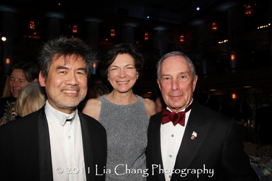 Asia Society Cultural Achievement Award winner David Henry Hwang, Diana Taylor and Mayor Michael Bloomberg. (Lia Chang)