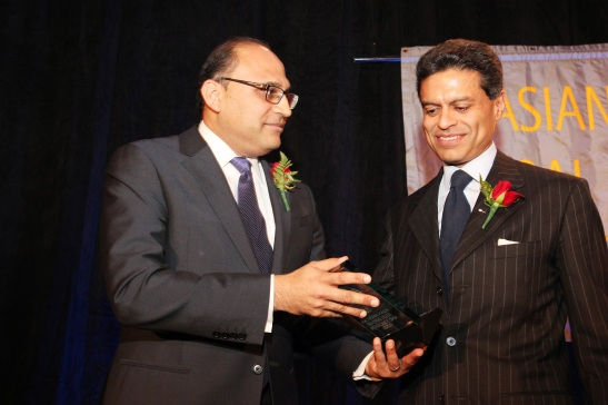 AALDEF board member Ayaz Shaikh presents CNN Host Fareed Zakaria with the AALDEF Justice in Action 2012 Award. Photo by Lia Chang