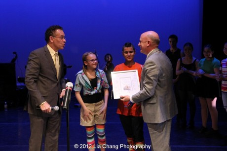 Brian Stokes Mitchell, Rosie's Theater Kids and honoree Tom Viola. Photo by Lia Chang