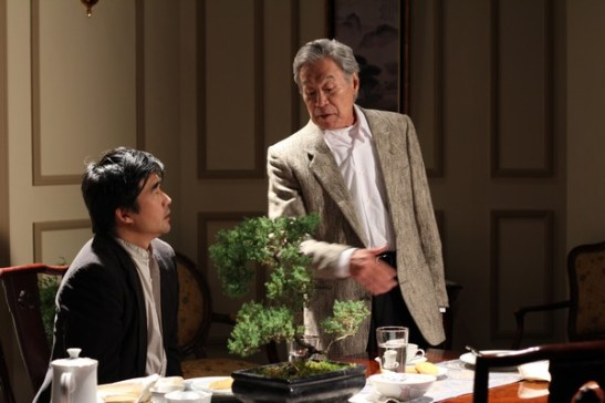 Playwright DHH (Ryun Yu) and his father HYH (Sab Shimono) Photo credit: Ozum Bobaroglu