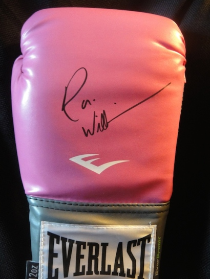 Glove signed by Robin Williams.