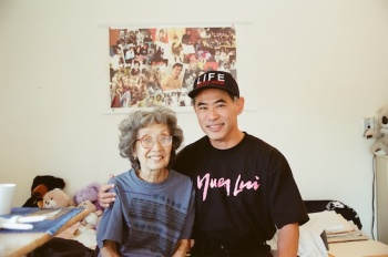 Yuri Kochiyama and Dale Minami in Oakland in March, 2000. Photo by Lia Chang