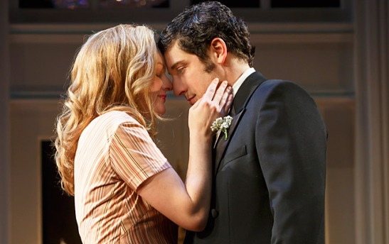 Elisabeth Moss and Jason Biggs in 'The Heidi Chronicles' (Photo: Joan Marcus)