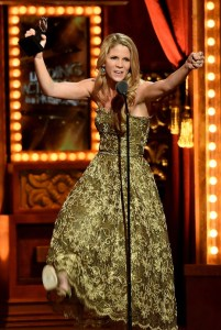 """NEW YORK, NY - JUNE 07: Actress Kelli O'Hara accepts the award for Best Performance by an Actress in a Leading Role in a Musical for """"The King and I"""" onstage at the 2015 Tony Awards at Radio City Music Hall on June 7, 2015 in New York City. (Photo by Theo Wargo/Getty Images for Tony Awards Productions)"""