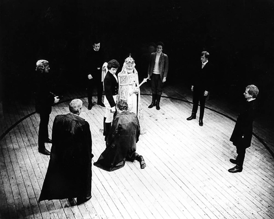 Centre: Roger Rees as Malcolm, Griffith Jones as Duncan and Ian McKellen as Macbeth, kneeling Photo: Joe Cocks Studio Collection © Shakespeare Birthplace Trust