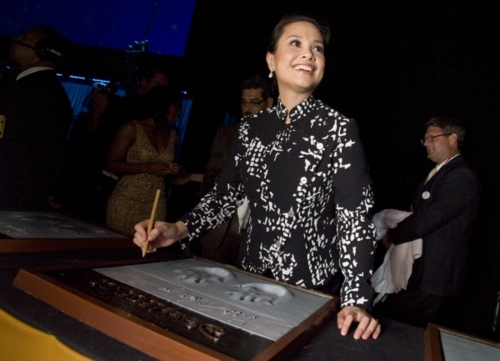 Lea Salonga, the singing voice of Mulan and Princess Jasmine, accepts her Disney Legend Award during a ceremony at the Anaheim Convention Center on August 19, 2011.  Photo: Disney Legend Awards/Facebook