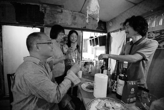 Arlan Huang and his wife Lillian Ling, Yuri Ishida and Koji Moriya at the original Flatfile Bar, Nagano, 2013. Photo by Oote@oote Photography