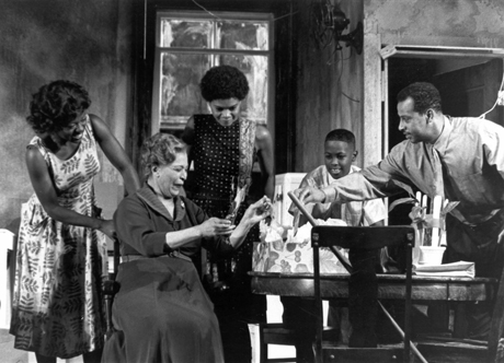 Viola Davis, Gloria Foster, Kimberly Elise James Sneed, Ruben Santiago-Hudson in Williamstown Theatre Festival's new revival of Lorraine Hansberry's classic, A Raisin in the Sun in 1999. Costumes by Karen Perry. Photo courtesy of Williamstown Theatre Festival