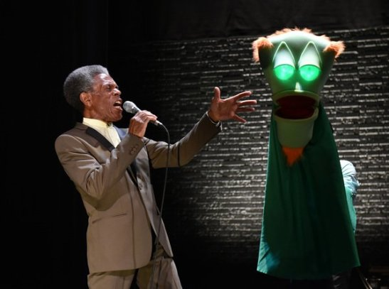 André De Shields and David Lipschutz (puppeteer). Photo: Michael Courier